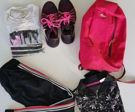 Effets scolaires, vêtements et sacs oubliés au collège